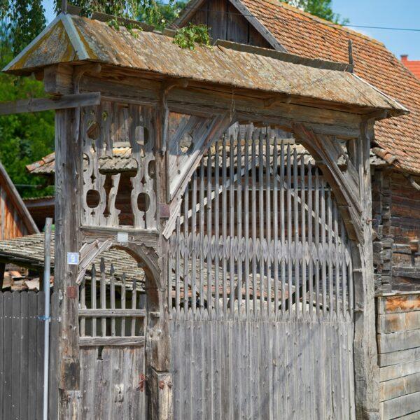 Porți secuiești -sat Vrabia-Băile Tușnad